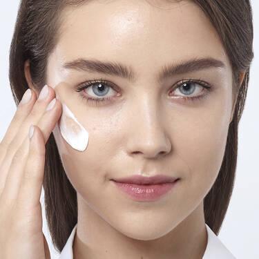 Crema enriquecida Renergie Lift Multi-Action con FPS15 para piel seca