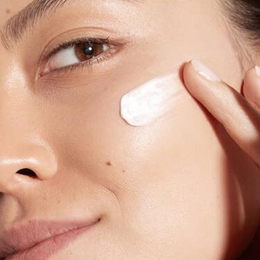 UV Expert Sunscreen(柔皙轻透防晒乳)